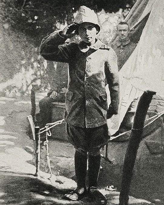 Çanakkale Savaşında Osmanlı Ordusunda Gönüllü Bombacı olan 15 yaşındaki Ali Reşa...