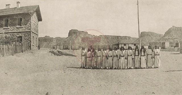 Al-Ula Hicaz tren istasyonu (Medine'nin 380 km kuzeyinde) ve Bedevi jandarma eki...
